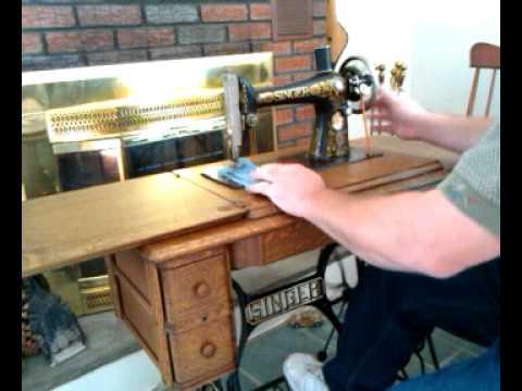 NICE Complete Antique 1924 Singer 66 Red Eye Tiger Oak Treadle Sewing Machine G0952646