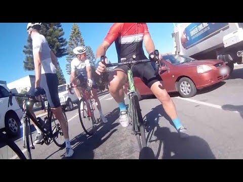 Luis Treviño - Choque De Autos Por Poco Atropella Ciclistas!