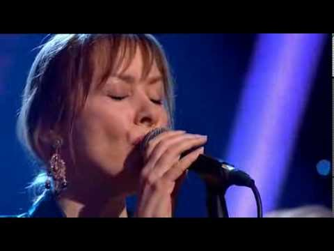 Suzanne Vega - Horizon (There Is A Road) at Folk Awards 2014