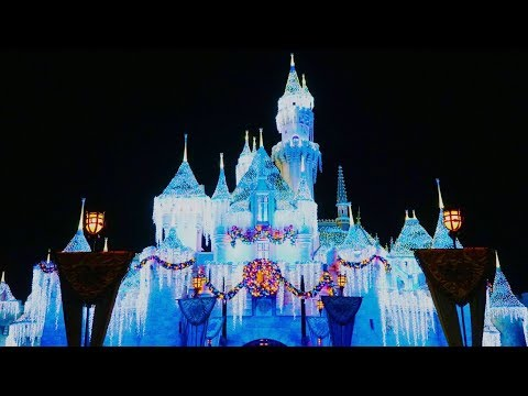 Christmas At The Disneyland Resort 2018!! | Disneyland Vlog #35
