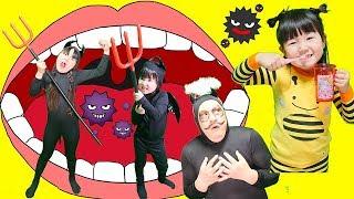 歯磨きごっこバイキン家族!はみがきしないと虫歯になるよ! Pretend Brushing Teeth & Bacillus Family | Hane&Mari'sWorld