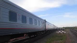 Тепловоз ТЕП70-0407 з привітом і поїздом Архангельськ-Котлас і вагони на ремонт