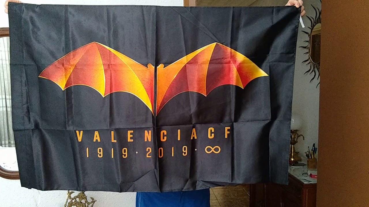 Vistazo a la bandera del centenario del Valencia C.F.