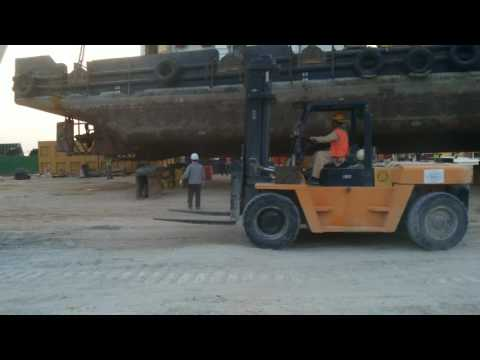 HOW DOES  FLOATING CRANE WORKS