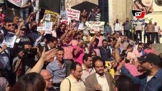 الصحفيين أمام «النقابة»: «الصحافة مش بتخاف بالكاميرا والقلم الجاف»