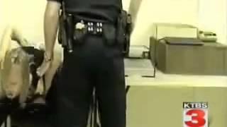 Amerikan Polisi Suclu Kadını yerden yere vuruyor