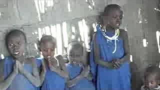 世界一周147日目。マサイ族の学校。子供達は英語読みの数字とローマ字の...