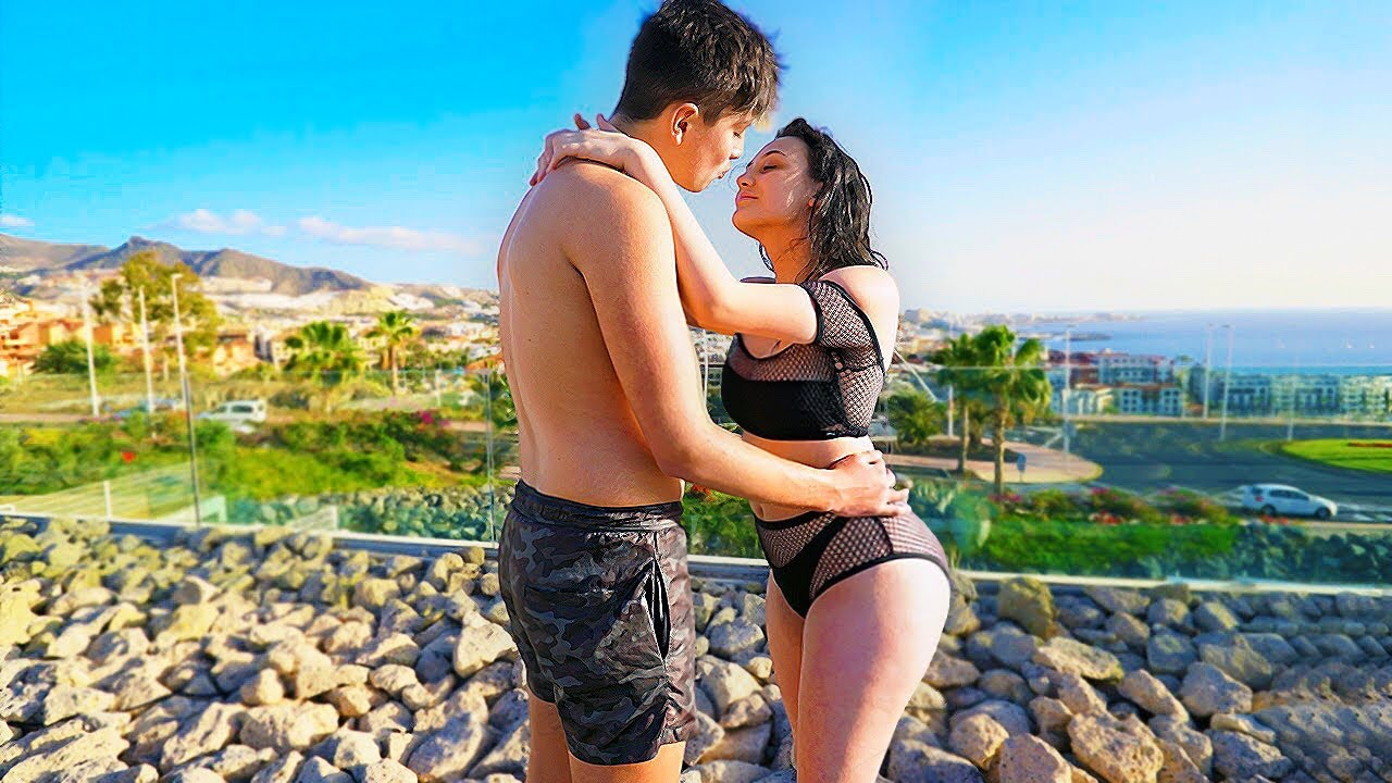 Surprising My Girlfriend With Her Dream Holiday -3286