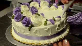 Украшение тортов | Украшение торта на день рождение розами из крема(Видео урок о том, как украсить торт розами из крема. Вместе будем добавлять съедобные цветы на праздничный..., 2016-08-16T14:03:21.000Z)