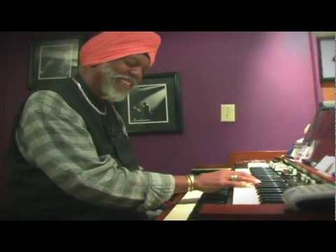 Dr. Lonnie Smith at Home - B3 Documentary