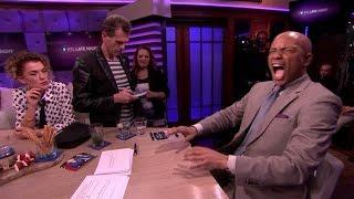 Humberto voelt hoe het is om ongesteld te zijn! - RTL LATE NIGHT