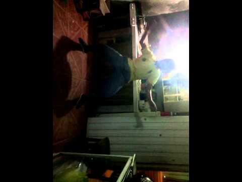 Ivan Naranjo  bailando regeeton :p