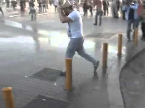 Toma'ya Kafa Tutan Adam! Taksim Gezi Parkı