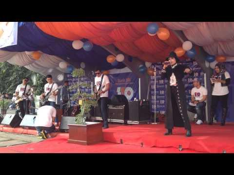 Cut Ika Liana Feat Brizzy Band - Set Fire To The Rain