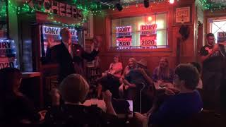 Phil Murphy walks into an Irish bar