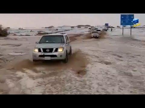 عاصفة بردية قوية وغيوم سوبرسل خارقة شمال السعودية ، حائل