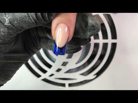 Ногти с синим френчем