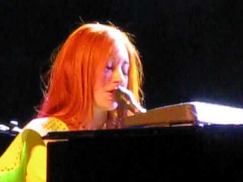 Tori Amos - Famous Blue Raincoat (07.29.2009) Miami Beach