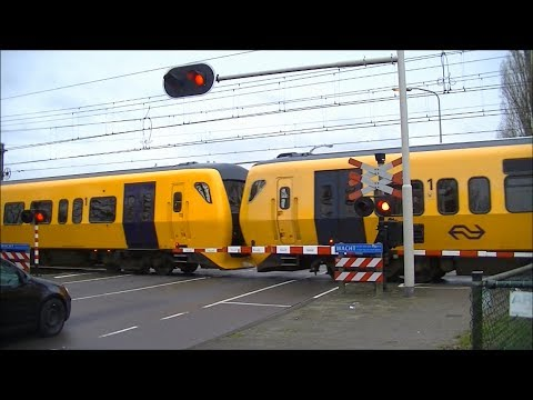Spoorwegovergang Hengelo // Dutch railroad crossing