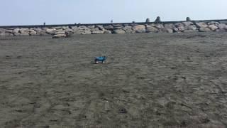 JEEPラングラーのラジコンをビーチで走らせてみたよ