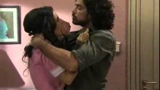 Valientes - Leo le pide a Alma que se saque la ropa