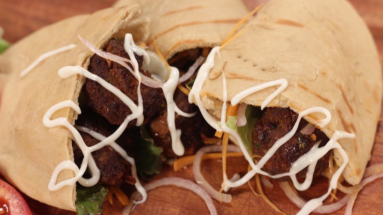 Kabab in pita cooking classy with afraz sanjeev kapoor khazana kabab in pita cooking classy with afraz sanjeev kapoor khazana forumfinder Gallery