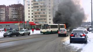 Горит автобус в Питере (04.02.2016)