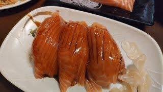 鮭魚握壽司—台灣街頭美食.台北萬華 Salmon nigiri sushi—Taiwanese street food.Taipei サーモンにぎり寿司