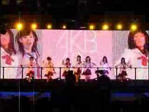 AKB48 Skirt Hirari @ TokyoGameshow 2006