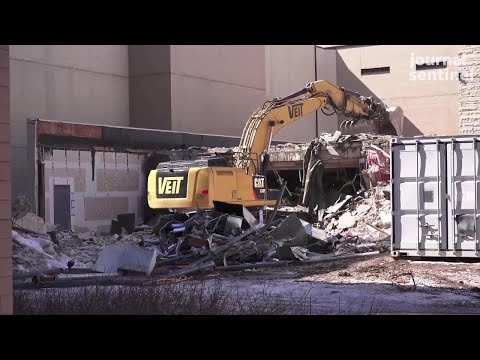 Video shows demolition of the Waukesha County Courthouse's intake building Mp3