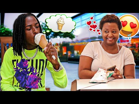 BLIND MAN EATING ICE CREAM CONE AND FLIRTING WITH GIRLS PRANK!!! 😂😂
