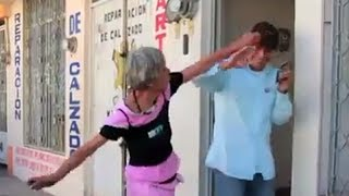 Mujer agrede a vecinos de la Mololoa (y hasta a reporteros)