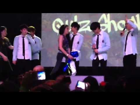[FANCAM] BTS (방탄소년단) Fanmeeting O!RWeL82? in Brazil - Jimin giving a bouquet to a fan