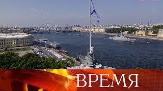 Смотреть видео Санкт-Петербург вновь стал центром празднования Дня Военно-морского флота России. онлайн