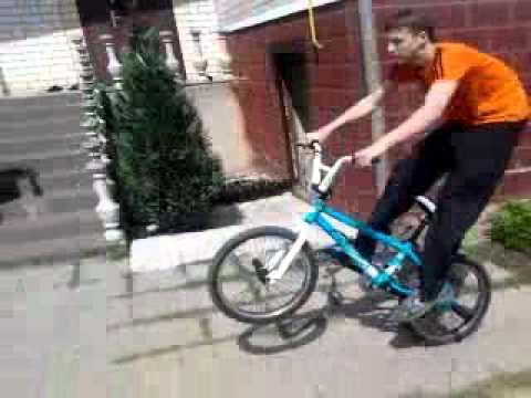 Леша чуть не купил велосипед за 5 тысяч долларов или 300000 руб .
