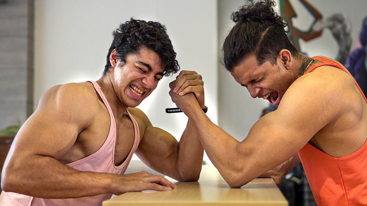 ARM WRESTLING😍 w/ @Saket Gokhale, @Yash Sharma Fitness, @Siddhant Rai Sikand, @Fit Minds