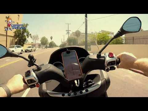 Piaggio MP3 500 Sport - Lane Splitting in L.A.