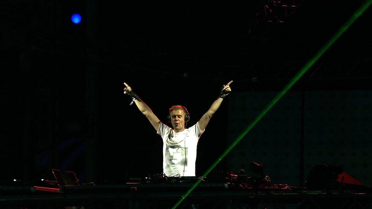 Armin van Buuren  live at EDC Las Vegas Set 2018 ile ilgili görsel sonucu