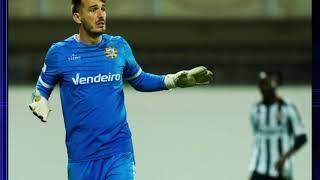 В Португалии вратарь забил гол ударом через всё поле