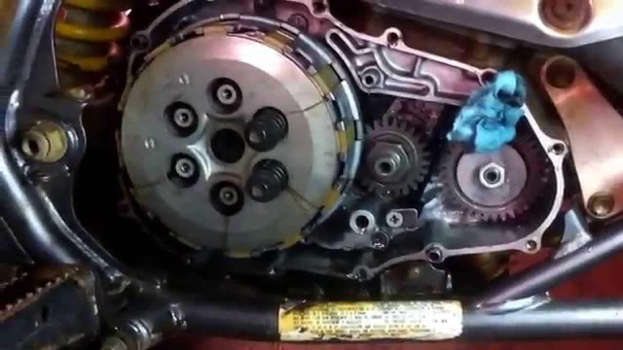 How to replace the clutch on a Suzuki LTZ 400. Clutch Replacement ...