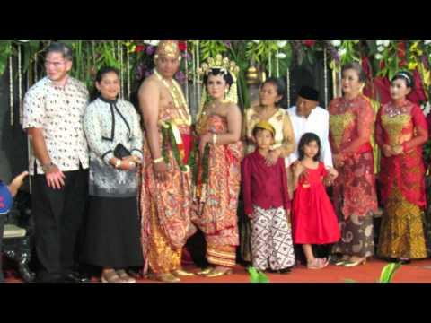 IRMA DARMAWANGSA SINGING ON WEDDING PARTY (FIKA & JUNI)