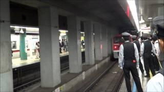 泉岳寺駅に赤いELがやって来た(E5000形)