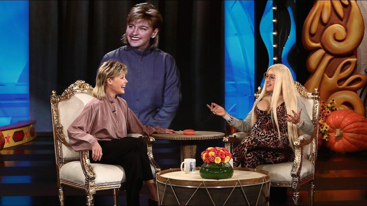 Julie Bowen Channels Retro Ellen For Halloween Youtube