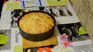 Нежный яблочный пирог на кефире (шарлотка), запеченный в духовке