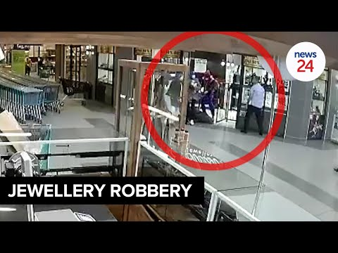 WATCH | Armed men rob KZN jewellery store in less than 3 minutes