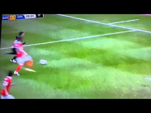 Bari vs Spezia.Dribbling di Niccolò Giannetti