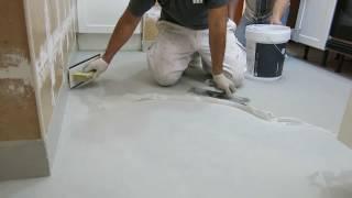 Microcemento sobre azulejos de gres en suelo de cocina
