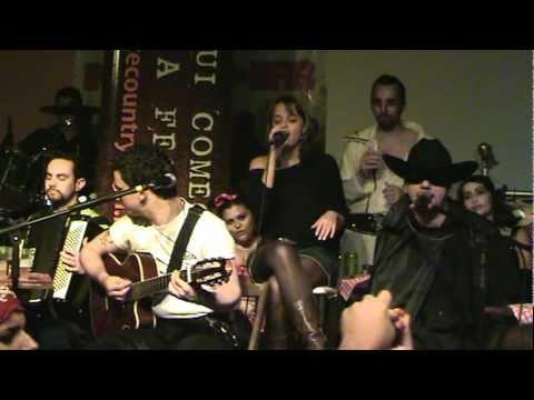 Camila Nogueira e Douglas e Allan - Os dias vão
