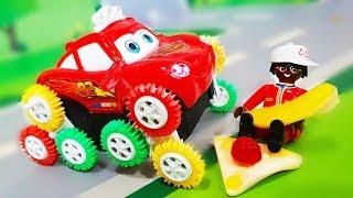 Мультики про машинки. Петрович и медведь Мишка делают цветную лужу. Видео для детей