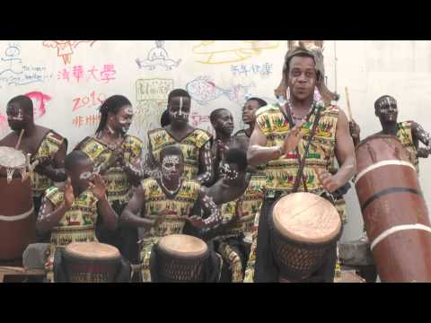 djembe precaution (Unity Drum, in Cape Coast, Ghana)